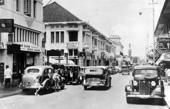 photo credit : Jalan Braga, Bandung circa 1935-1938 wiki