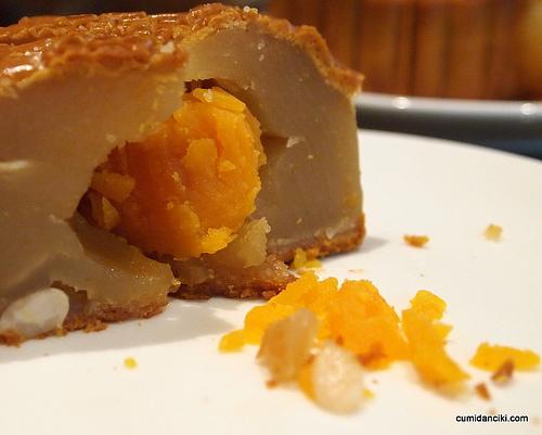 Classic Mooncake - Pure lotus single yolk (RM17.90)